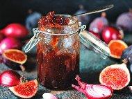Бързо сладко от смокини и червен лук